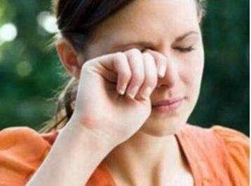 眼睛干涩怎么办?护眼食物要多吃!