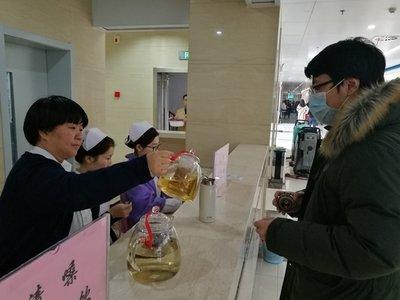 陕西西安市中医医院提供免费茶疗,备受患者及家属欢迎