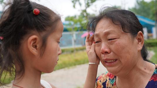 家中老人常常流泪难以控制?这些食疗办法会适合他