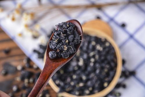 黑枸杞的食用禁忌,哪些人不适合吃黑枸杞