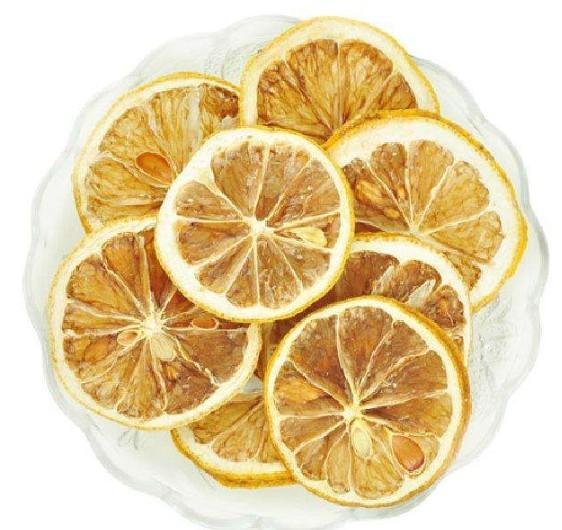 柠檬片泡水能祛斑吗